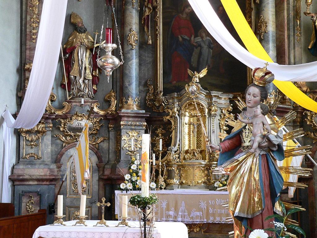 Altarraum der St.-Bonifatius-Kirche von Aschfeld | Foto: B. Schneider