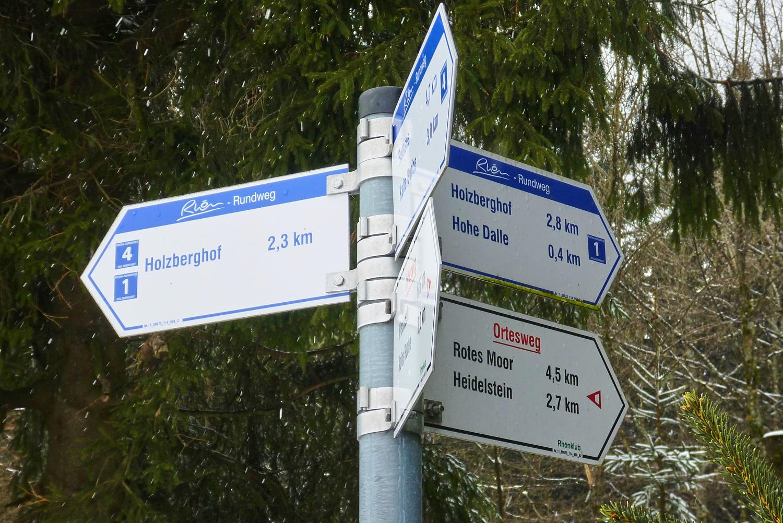 Am Scheideweg: zum Holzberghof oder zum Holzberghof. | Foto: B. Schneider