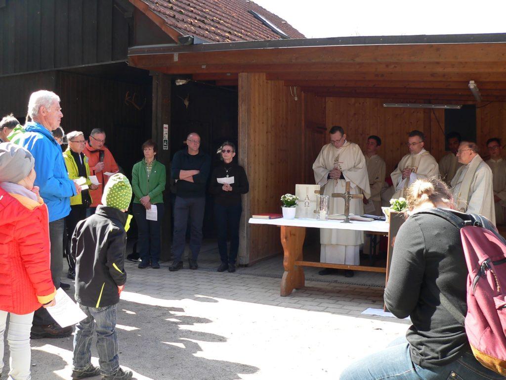 DAV-Vorstandsmitglieder sprechen Fürbitten. | Foto: B. Schneider