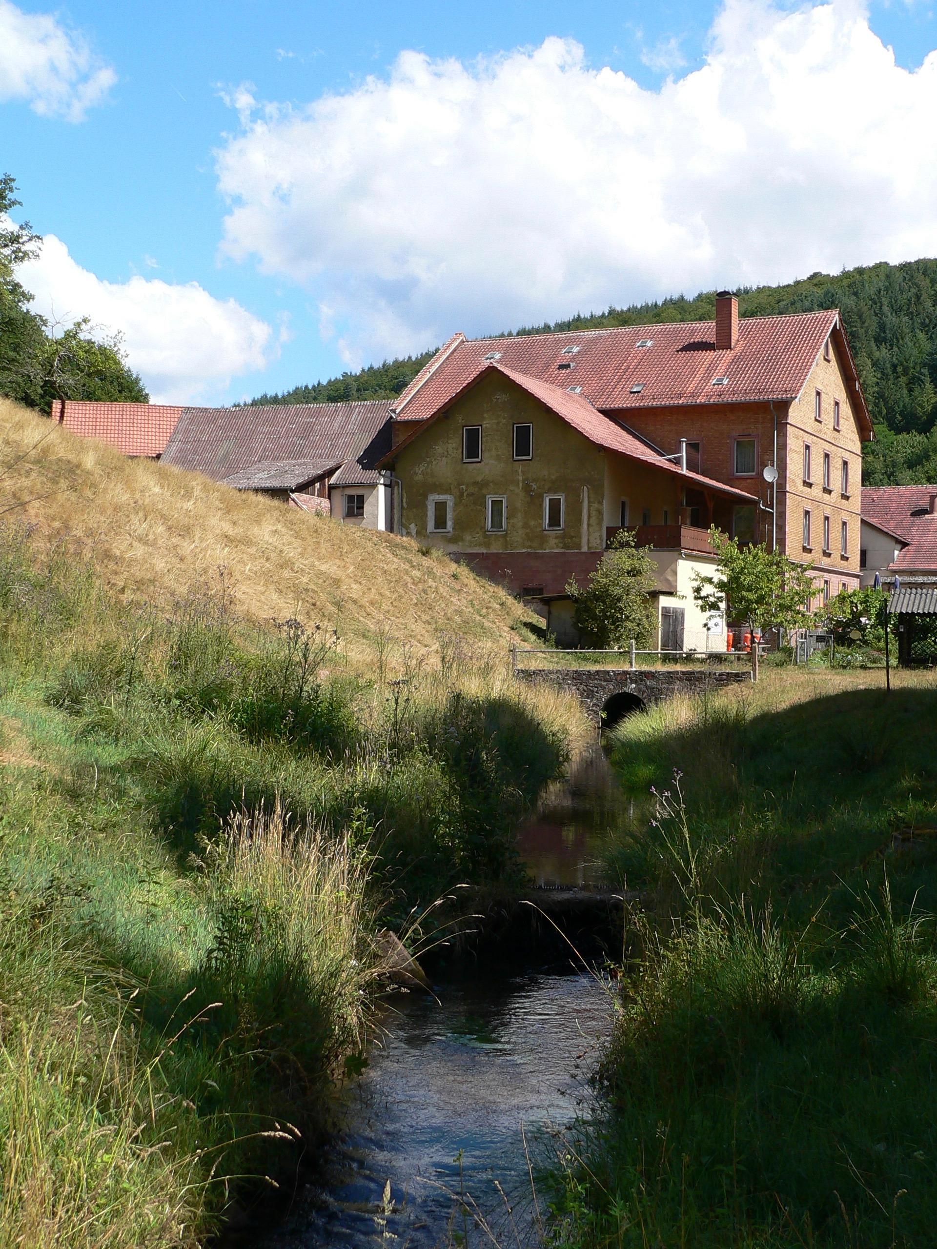 Die Schreckemühle ist die letzte Mühle an der Mühlenstraße im Haseltal, wo tatsächlich noch Getreide zu Mehl gemahlen wird. Man kann es dort auch kaufen, doch hat der Laden keine festen Öffnungszeiten. | Foto: B. Schneider