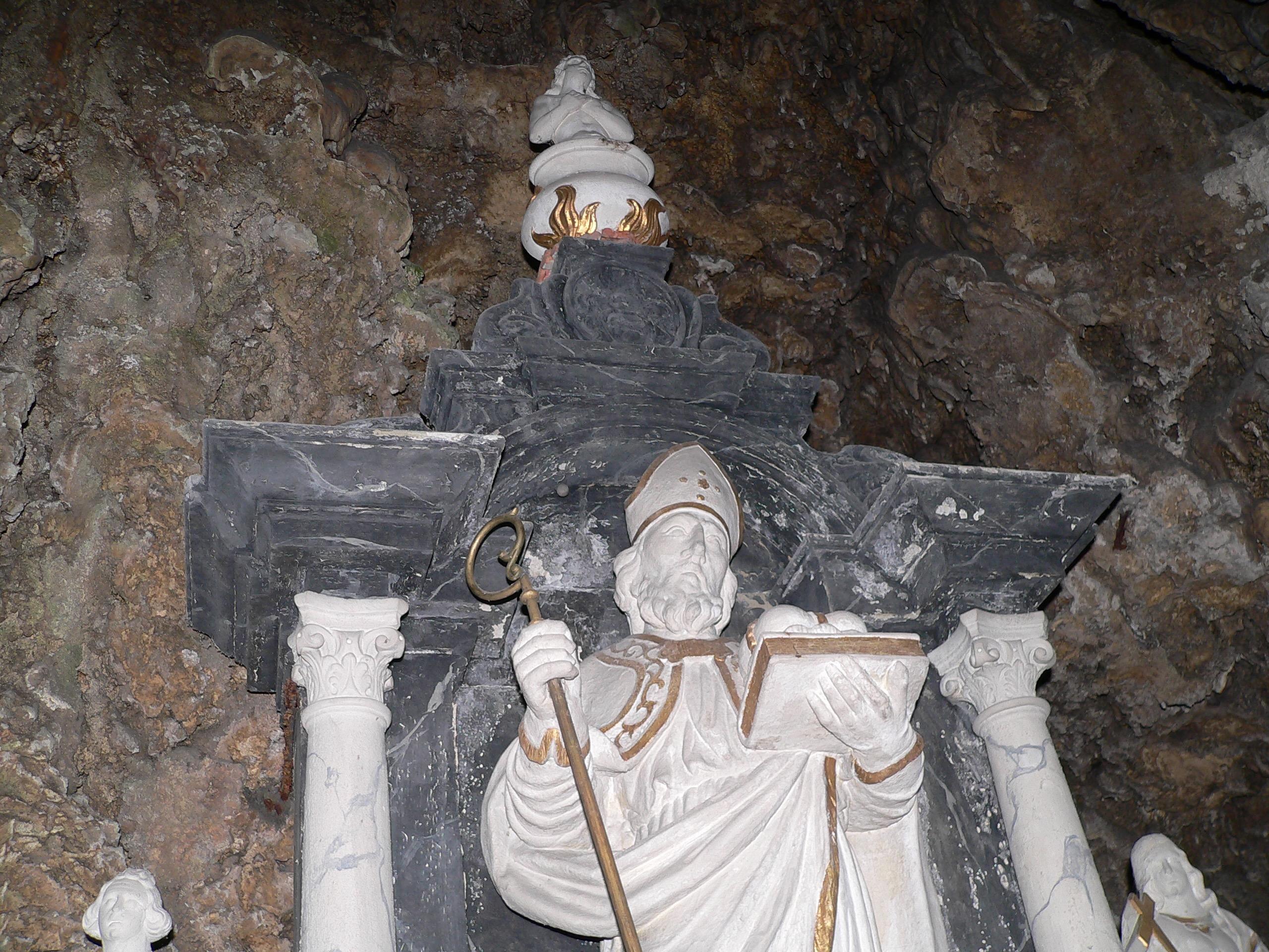 Burkardusaltar in der gleichnamigen Grotte. | Foto: B. Schneider