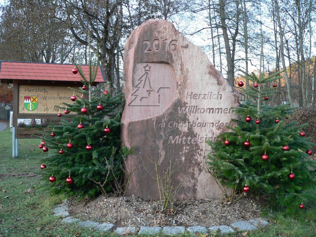 Lisas Erster Weihnachtsbaum.Deutschlands Erstes Christbaumdorf Franken Ist Schoen De