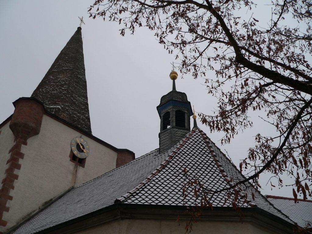 Lukaskapelle mit Jahrtausendlinde in Schöllkrippen. | Foto: B. Schneider