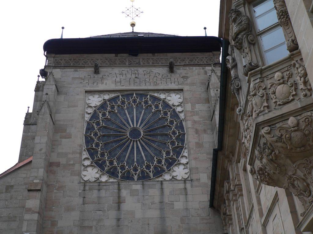 Die Rosette in der Kirchenfassade zeugt von der zisterziensischen Vergangenheit Ebrachs. | Foto: B. Schneider