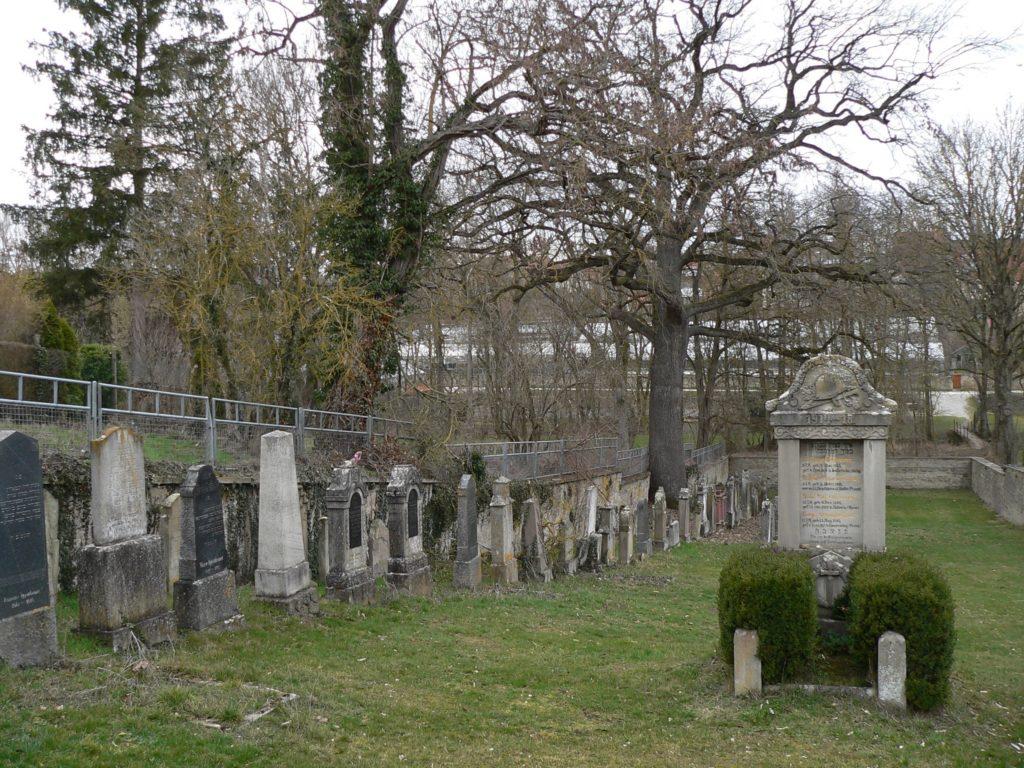 Aub hatte bis 1939 eine große jüdische Gemeinde. Ihr Friedhof befand sich nahe des Mühlgrabens am tiefsten Punkt der Stadt. | Foto: B. Schneider
