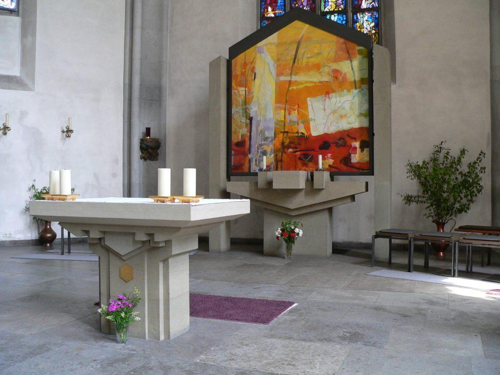 Seit 2002 dient ein abstraktes Gemälde von Matthias Kroth als Hochaltarbild in der Pfarr- und Wallfahrtskirche Maria Sondheim. | Foto: B. Schneider