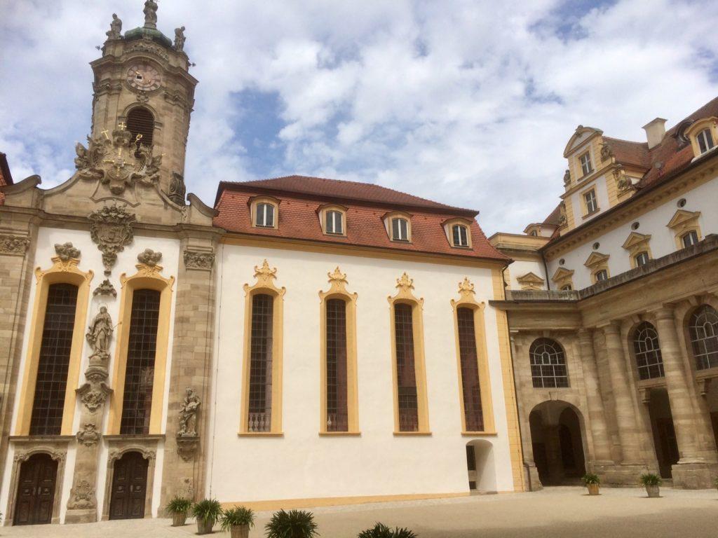 Die spätgotische Schlosskirche von Ellingen wurde in der ersten Hälfte des 18. Jahrhunderts barockisiert. | Foto: B. Schneider