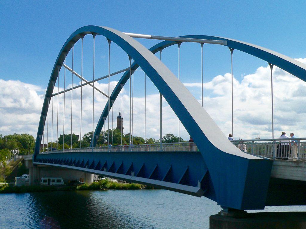 Vom Endpunkt der Mainschleifenbahn unmittelbar vor der im September 2011 eröffneten neuen Mainbrücke bis zum Marktplatz von Volkach ist es nur ein kurzer Spaziergang.