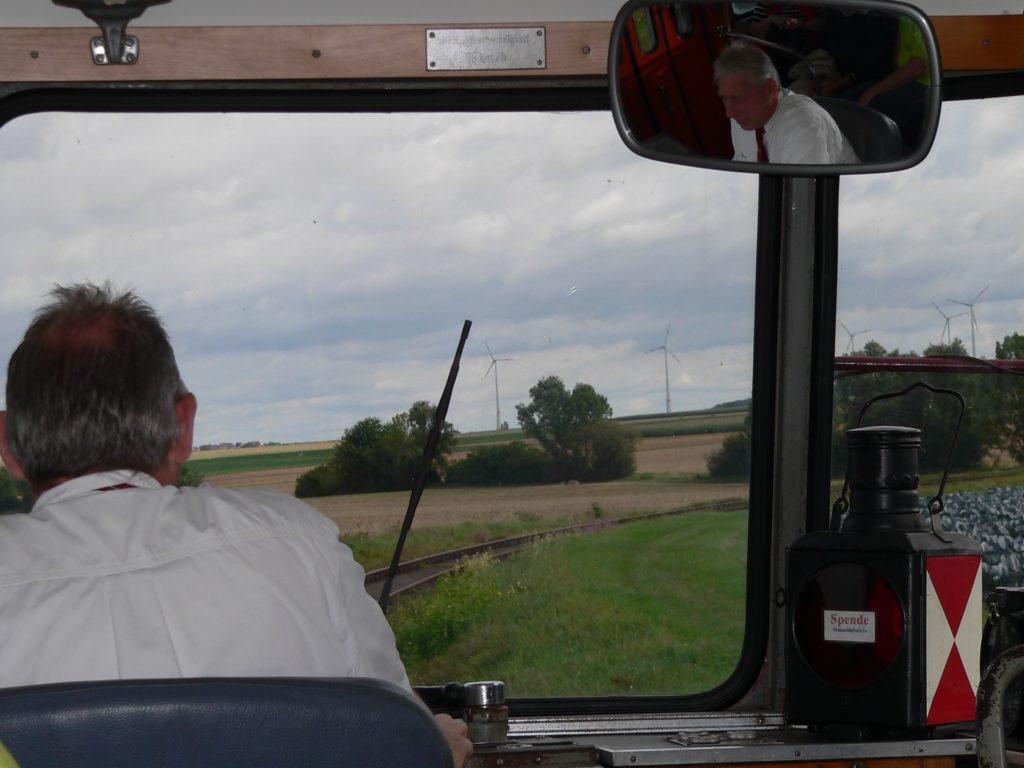 Einfahrt ins sogenannte Karussell - mit Thomas Benz an den Schalthebeln des Schienenbusses.
