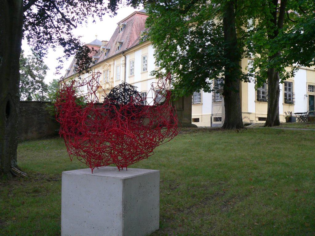 Die jüngste Bereicherung zum Oberschwappacher Skulpturenpark hat heuer Angelika Summa mit ihrer Mohnblume nach dem Vorbild von Claude Monet beigetragen. | Foto: B. Schneider