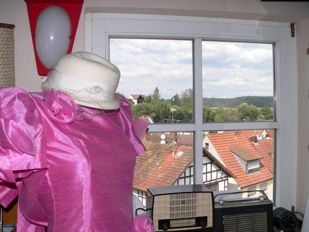 Burgpreppach liegt an der Bundesstraße 303 aus Richtung Schweinfurt nach Coburg. Im Rathaus der Haßberggemeinde hat ein leidenschaftlicher Sammler ein Nostalgiemuseum eingerichtet. Dass er Schneider und Modellmacher gelernt hat, merkt man zahlreichen Exponaten an.