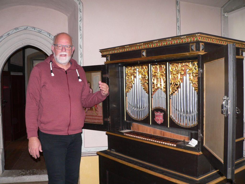 Die von dem Nürnberger Nicolaus Manderscheid gefertigte Renaissance-Orgel hat der Vater von Museumsleiter Jörg Schindler-Schwabedissen als Kirchenmusikdirektor von Sulzbach-Rosenberg gespielt – und gerettet. | Foto: B. Schneider