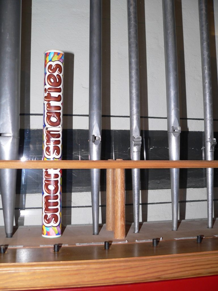 Außer Zinn und Holz taugt auch Karton als Material für eine Orgelpfeife. | Foto: B. Schneider