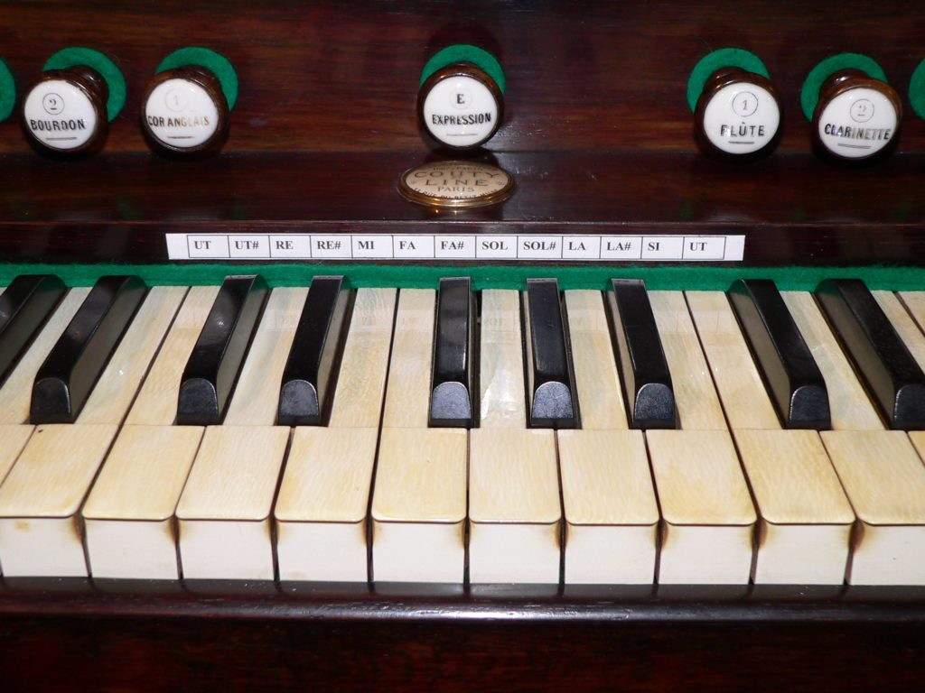 Ein Harmonium sieht zwar ähnlich aus wie eine Orgel, ist aber ein eigenständiger Instrumententyp. | Foto: B. Schneider