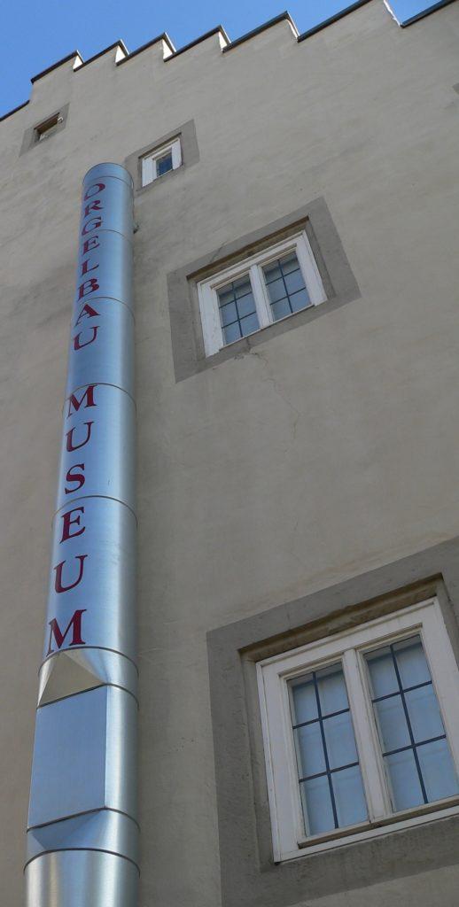 Ganz eindeutig, was sich in diesem Gebäude befindet. | Foto: B. Schneider