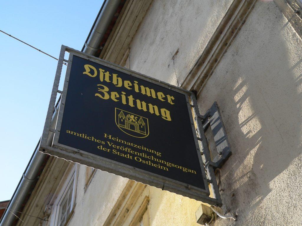 Die kleinste Tageszeitung Deutschlands erscheint in Ostheim vor der Rhön - und sie hat viel Neues zu berichten. | Foto: B. Schneider