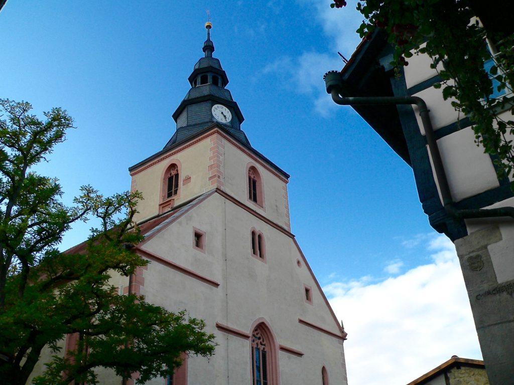Die Ostheimer Michaelskirche bietet Platz für rund 1.000 Gläubige. | Foto: B. Schneider