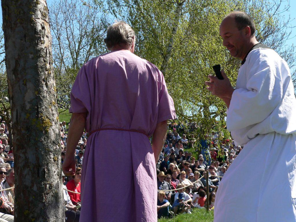 Judas verrät seinen Herrn und Meister für 30 Silberlinge.