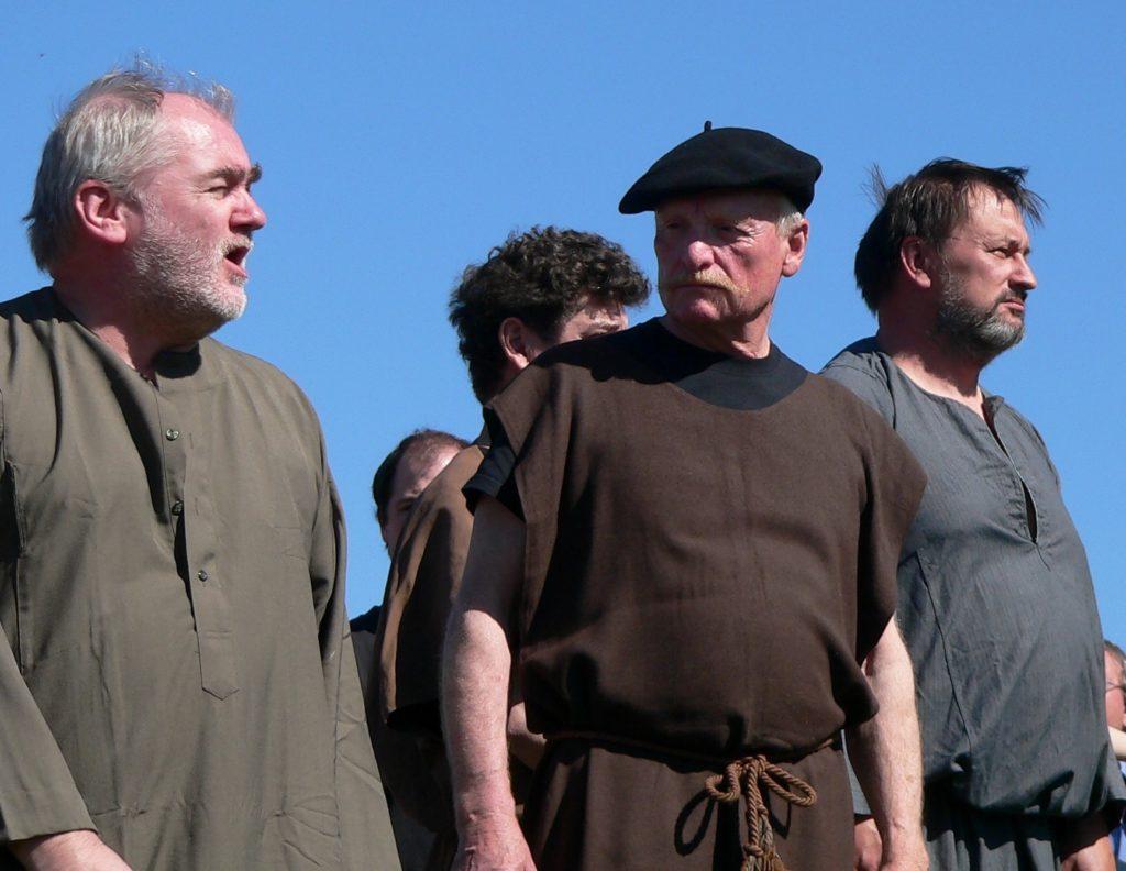 Gerhard Göß (mit Hut) in der Rolle des Pilatus leitet seit 35 Jahren die Passionsspielgemeinschaft Marktbergel.