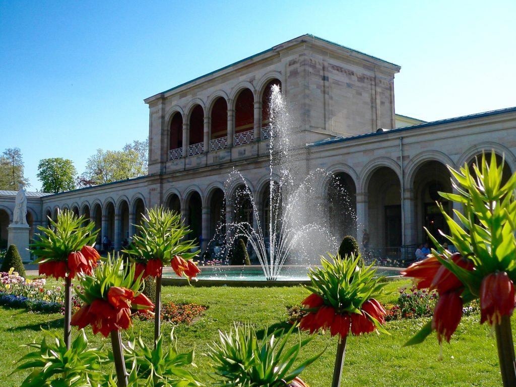 Bayerns König Ludwig III. persönlich eröffnete 1913 den Regentenbau. Er gilt als Wahrzeichen Bad Kissingens. In seinen prachtvollen Sälen wie dem Max-Littmann-Saal finden das ganze Jahr über hochkarätige Veranstaltungen statt. | Foto: B. Schneider