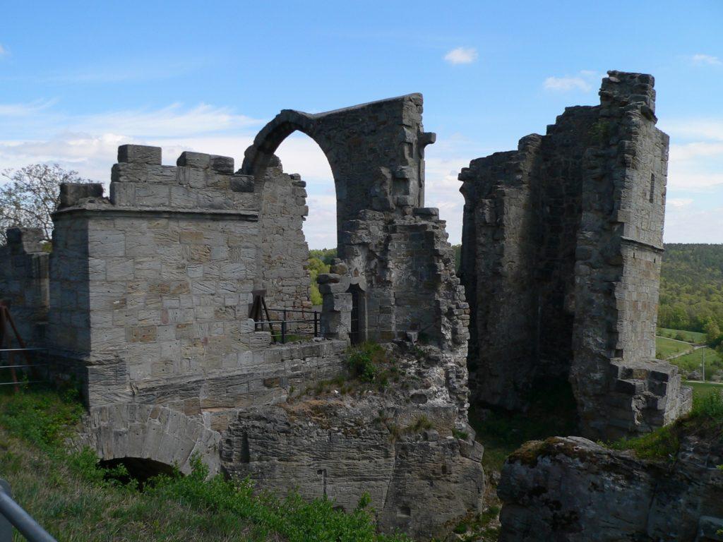 Mittelpunkt der Burg Altenstein war die Burgkapelle. Das ist heute in der Ruine Altenstein noch gut zu erkennen. | Foto: B. Schneider