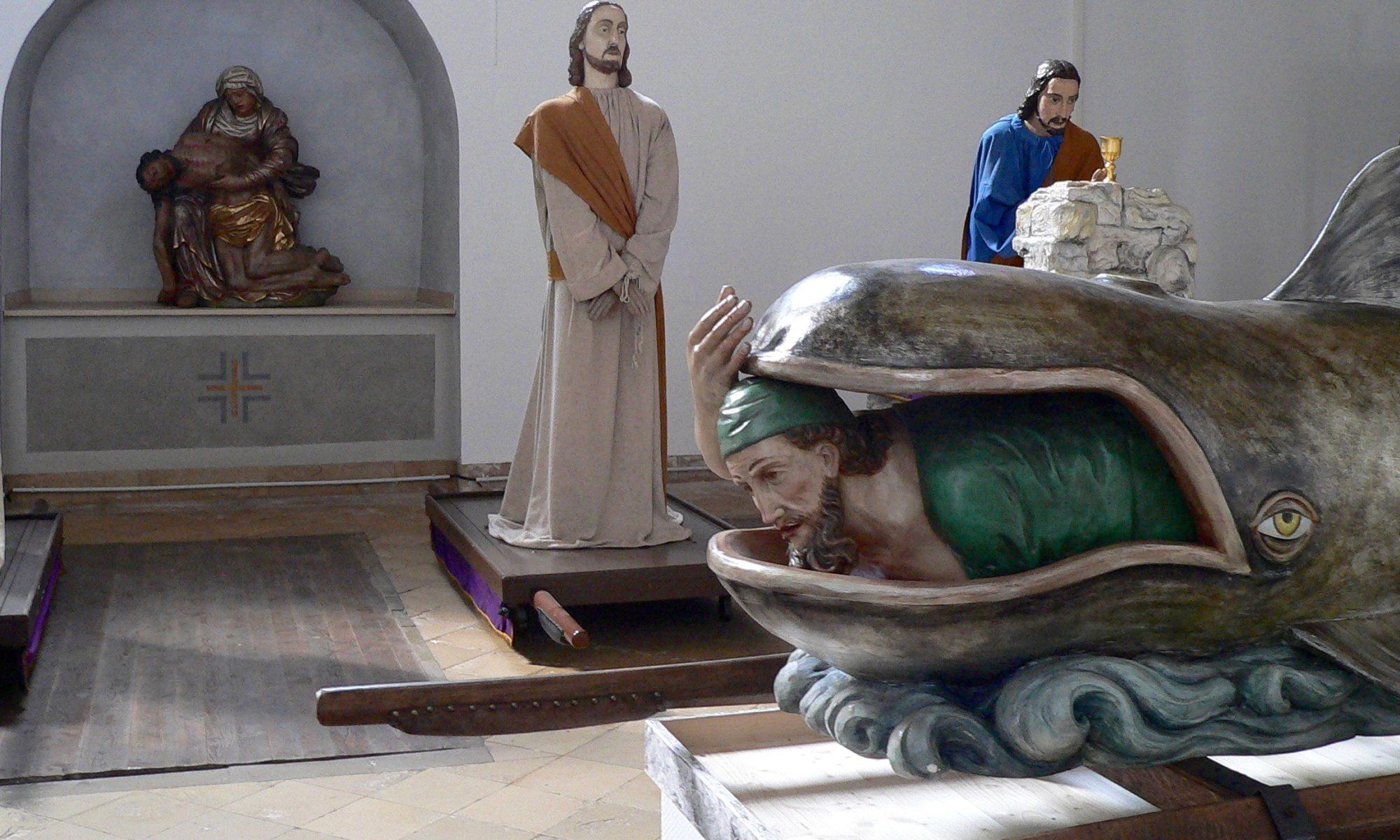 Jona im Maul des Wals - jüngste Figur der Lohrer Karfreitagsprozession. | Foto: B. Schneider