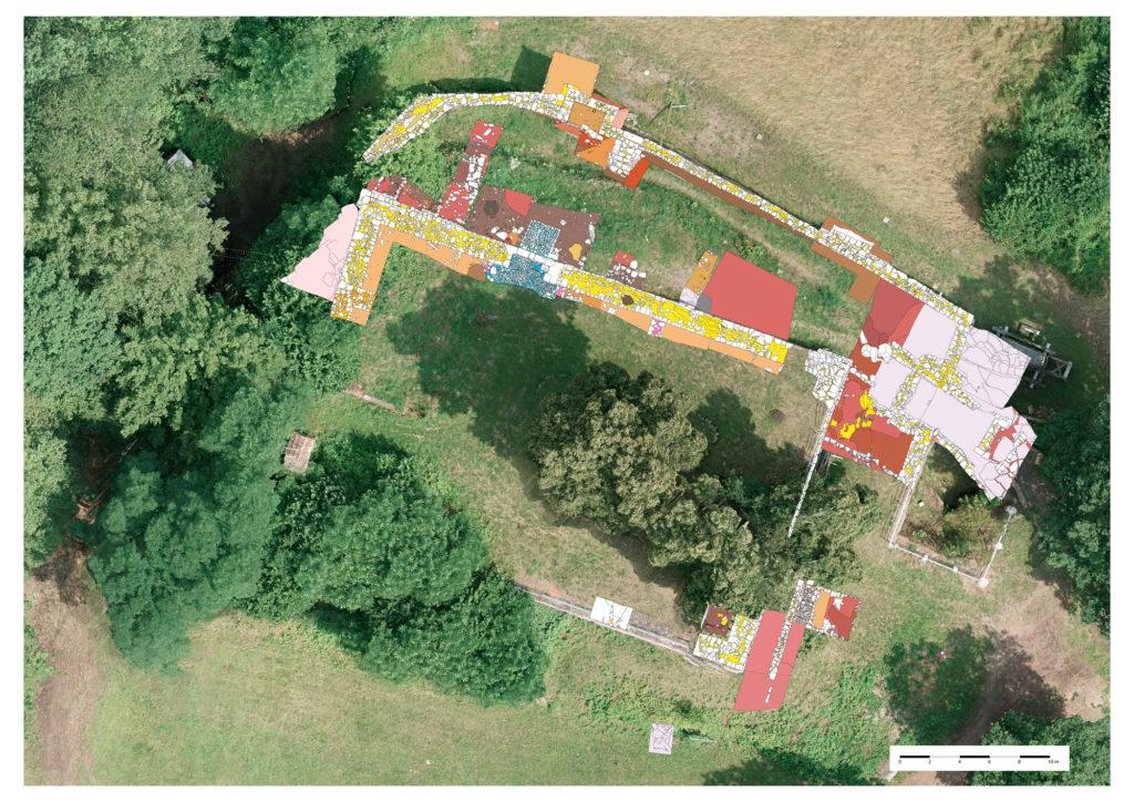In drei Grabungsabschnitten wurde die Dimension der einstigen Burg Bartenstein wieder sichtbar gemacht. | Montage: Archäologisches Spessartprojekt