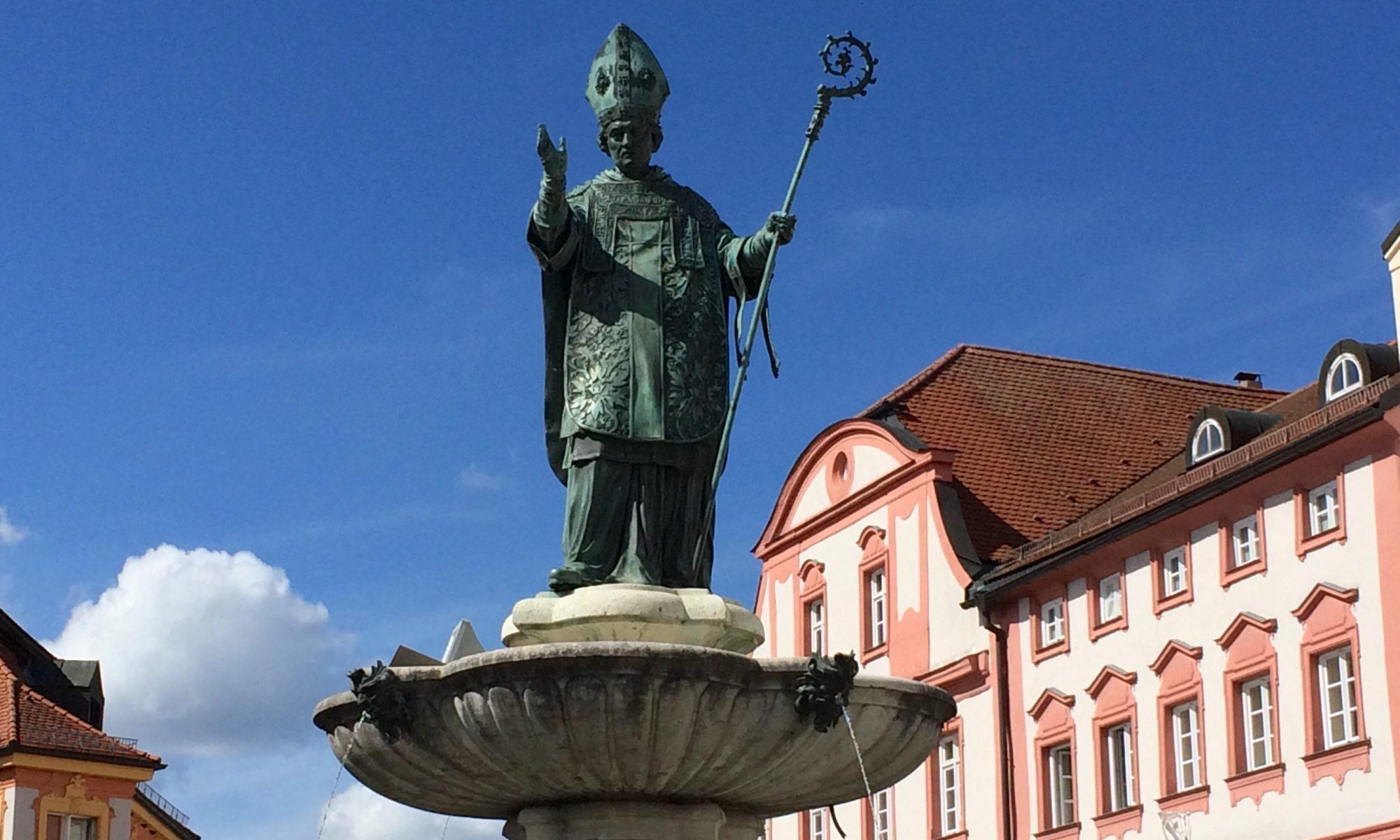 Willibaldsbrunnen auf dem Eichstätter Marktplatz. | Foto: B. Schneider