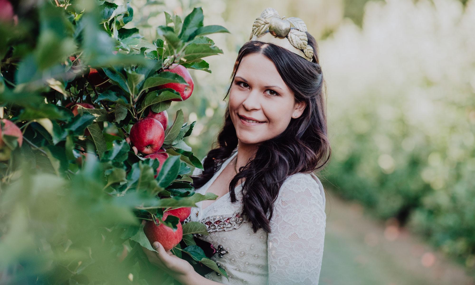 Die fränkische Apfelkönigin Marion Gold bei Ihrer Krönung 2019 in Elsenfeld. | Foto: Fränkische Obstbauern e. V.