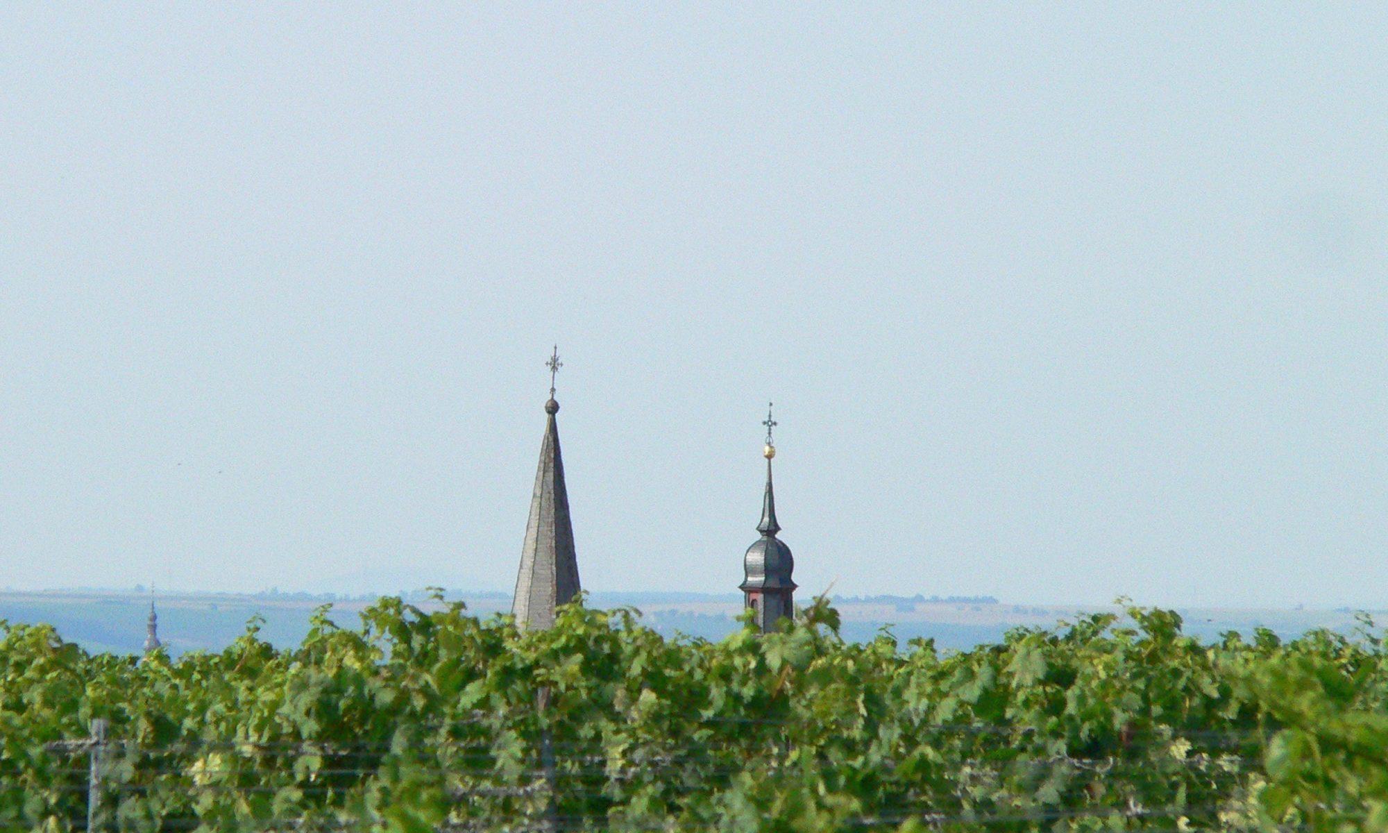 Hüttenheim mit den Spitzen der evangelischen und der katholischen Kirche.