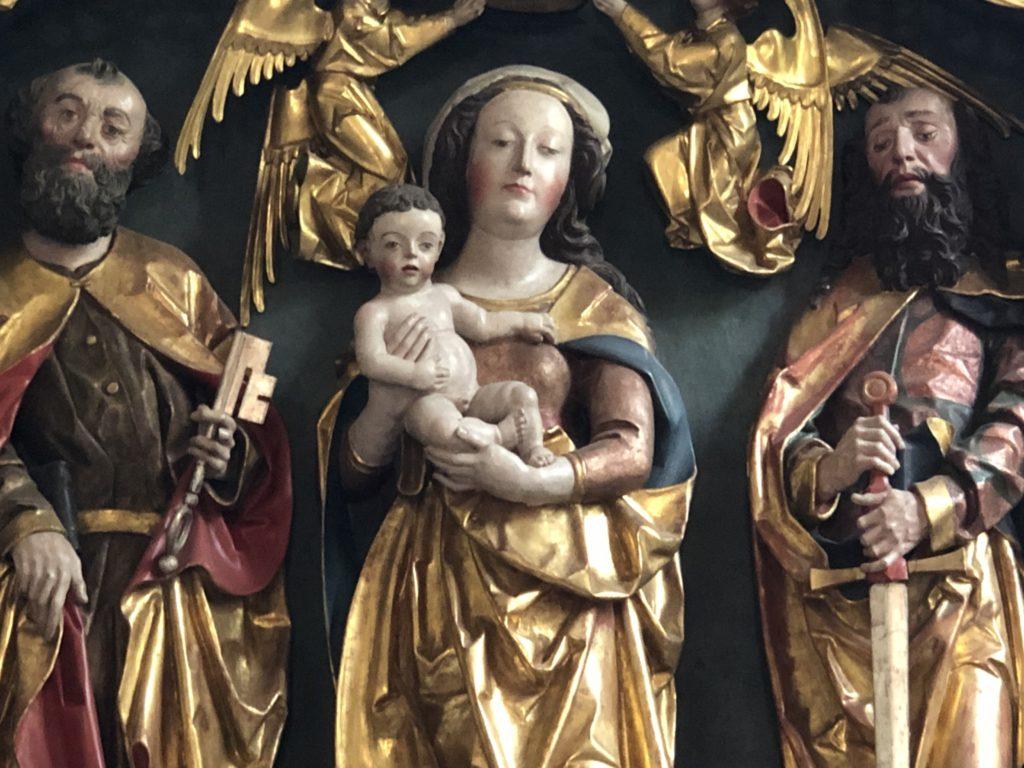 Perle im Weinparadies Franken: der gotische Marienaltar in der Dorfkirche von Reusch.