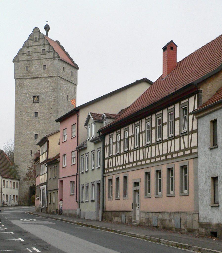 Ebenso wie die Stadtpfarrkirche erhielt das Obere Tor zur Zeit der Gegenreformation seine jetzige Gestalt.