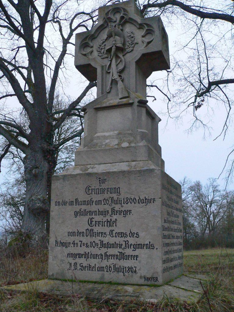 Auf dem Vogelsberg oberhalb von Roßbrunn ehrt ein Denkmal die Gefallenen des Deutschen Kriegs von 1866. Das Gelände ist heute Naturschutzgebiet.