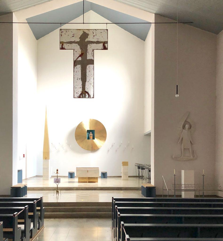 Zuletzt ist die Wallfahrtskirche umfassend innen und außen von 1998 bis 2000 renoviert worden. Für die künstlerische Neugestaltung und Ausstattung des Chor- und Altarraums zeichnete Friedrich Koller aus Laufen verantwortlich. | Foto: B. Schneider