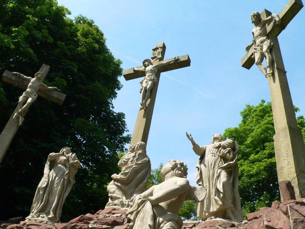 Monumentale Kreuzigungsgruppe.