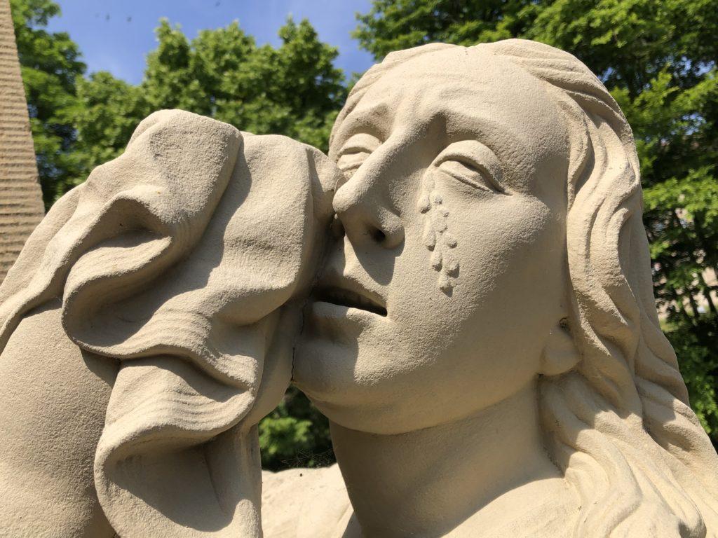 Maria Magdalena vergießt Tränen der Trauer.