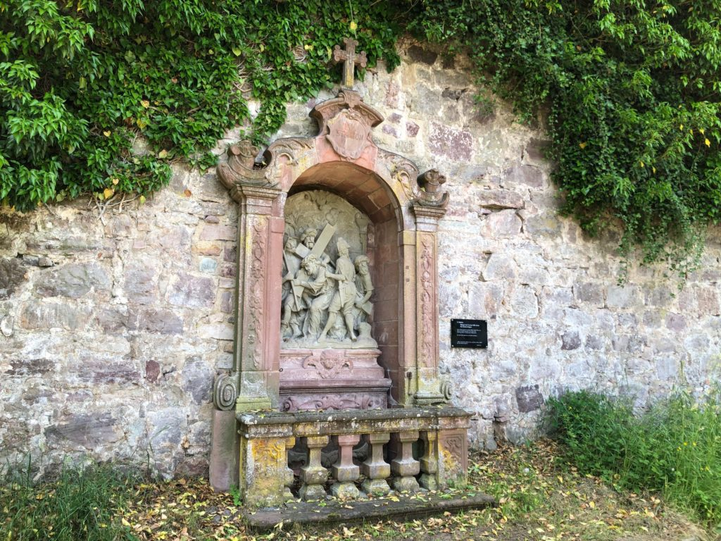Kapellenhäuschen in der Klostermauer