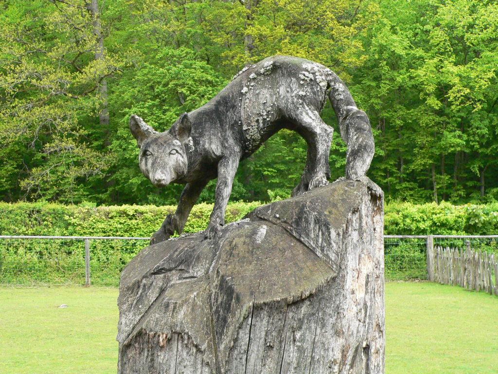 Herbert Holzheimer aus Langenleiten hat den Eichen-Fuchs beim 1. Bad Kissinger Bildhauer-Symposium im und für den Wildpark Klaushof gefertigt.